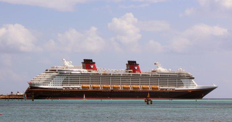 Una guía para fanáticos del parque temático The Disney Fantasy Cruise Ship