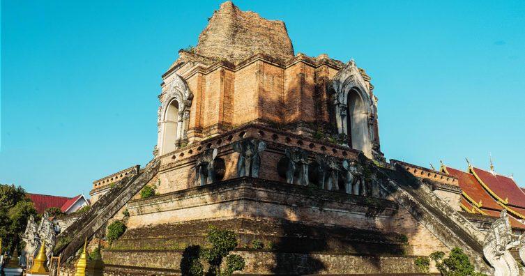 Abadía de Senanque en Provenza con campos de lavanda